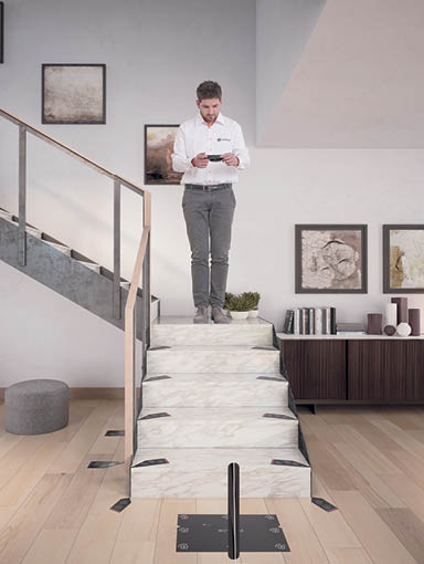 Treppenlift Technologie Vision fotografiert Marker auf Treppe des Kunden
